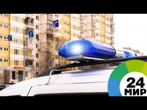 Легковушка провалилась в яму с кипятком в центре Омска - МИР 24