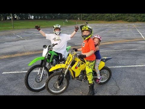 Dirtbike drag racing. Bother vs Brother! Kawasaki vs Suzuki