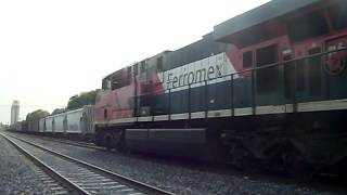 ferromex 4676 y fxe 4652 en las juntas jal.