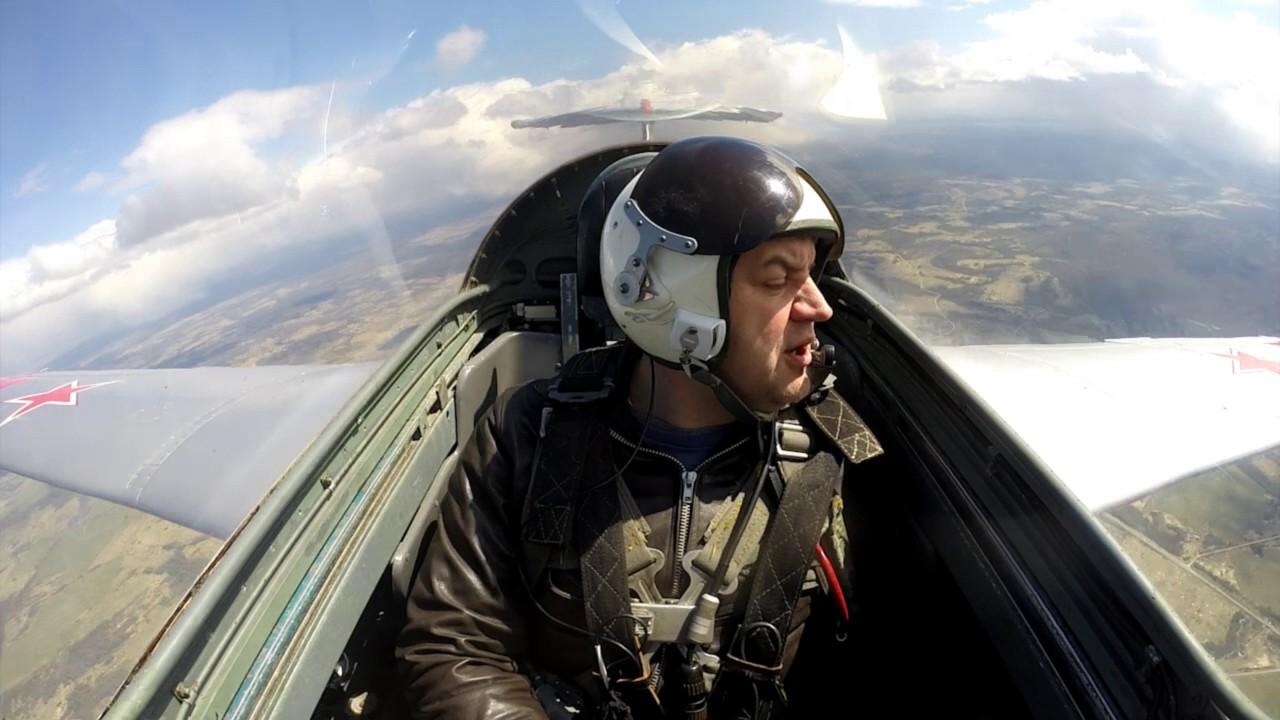 Мы предлагаем вам уникальную возможность полет на реактивном самолёте l-29 с выполнением фигур высшего пилотажа.