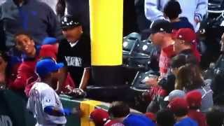 Curtis Granderson chews out Angels fan who touches him