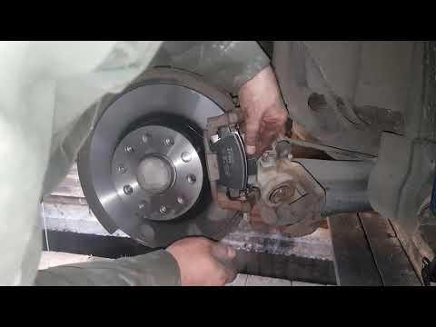 Замена задних тормозных дисков и колодок VW Jetta 1,4 tsi caxa 2012 г.в. Подробный отчет.