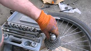 Как снять кассету на велосипеде (задние звезды, трещетка)(Как снять кассету (задние звезды, трещетка) на велосипеде., 2014-07-04T21:42:15.000Z)
