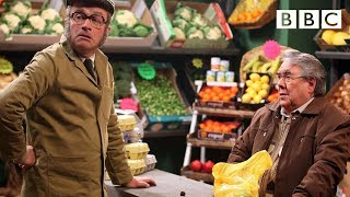 My Blackberry Is Not Working! - The One Ronnie, Preview - BBC One(More about this programme: http://www.bbc.co.uk/programmes/b00wyj62 Ronnie Corbett and Harry Enfield star in this fruity sketch from The One Ronnie, written ..., 2010-12-20T14:48:55.000Z)