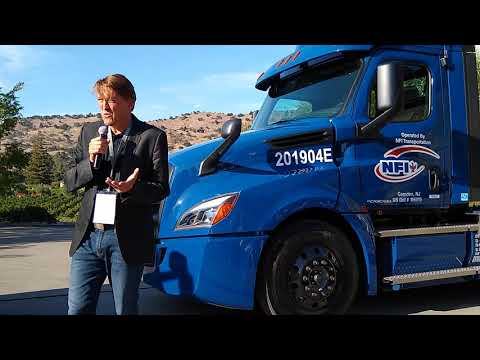 NFI And Penske Receive First Two Freightliner eCascadia