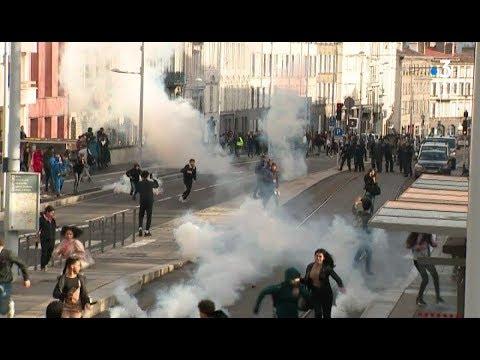 Nouvelle journée de tension pendant la manifestation lycéenne à Clermont-Ferrand