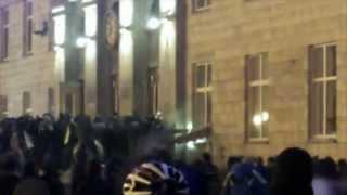 Des Ukrainiens attaquent un bâtiment du gouvernement à Cherkasy