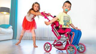 Артур и Мелисса и игры как маленькие