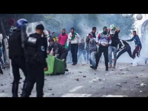 Algérie. Manifestations: La Répression Policière Fait Une Première Victime