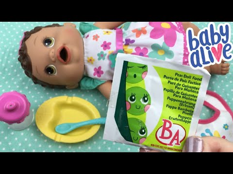 Feeding Vintage Baby Alive Changing Time Baby Peas Doll Food to Little Olivia