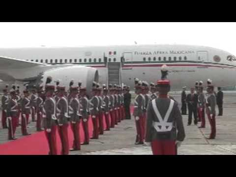 Peña Nieto arriba a Guatemala