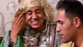 اشخاص که به خاطر نشان دادن لباس های شان به خانه دوستان شان عید مبارکی میروند - فصل ۴ - قسمت ۳۳