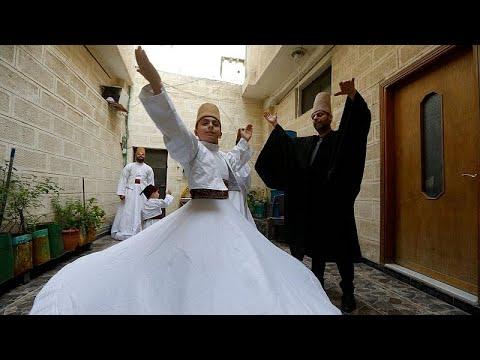 شاهد .. رقصة المولوية الصوفية تتوارثها عائلة دمشقية منذ قرن…  - 12:58-2021 / 5 / 12