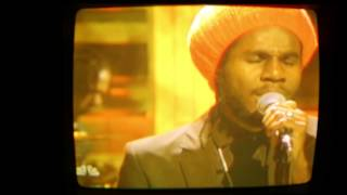 "Chronixx performing ""Here Comes Trouble"" on Late Night starring Jimmy Fallon"
