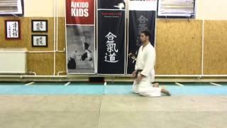 shikko kaiten 1. (knee walking with spin) [TUTORIAL] Aikido empty hand basic technique
