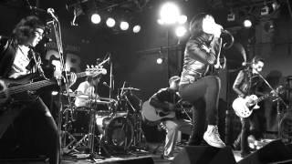 謎のバンド、THE100BARTS。メンバーは全員タイ人という噂も... 2010年1月24日に吉祥寺GBで行われた札幌バーストシティーin Tokyoで演奏された『THE100BARTSの ...