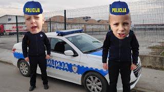 POSTALI SMO POLICAJCI