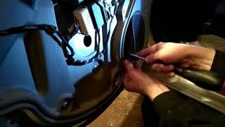 Как снять заменить стекло задней двери SKODA OCTAVIA A5 demontaz szyby drzwi tyl!