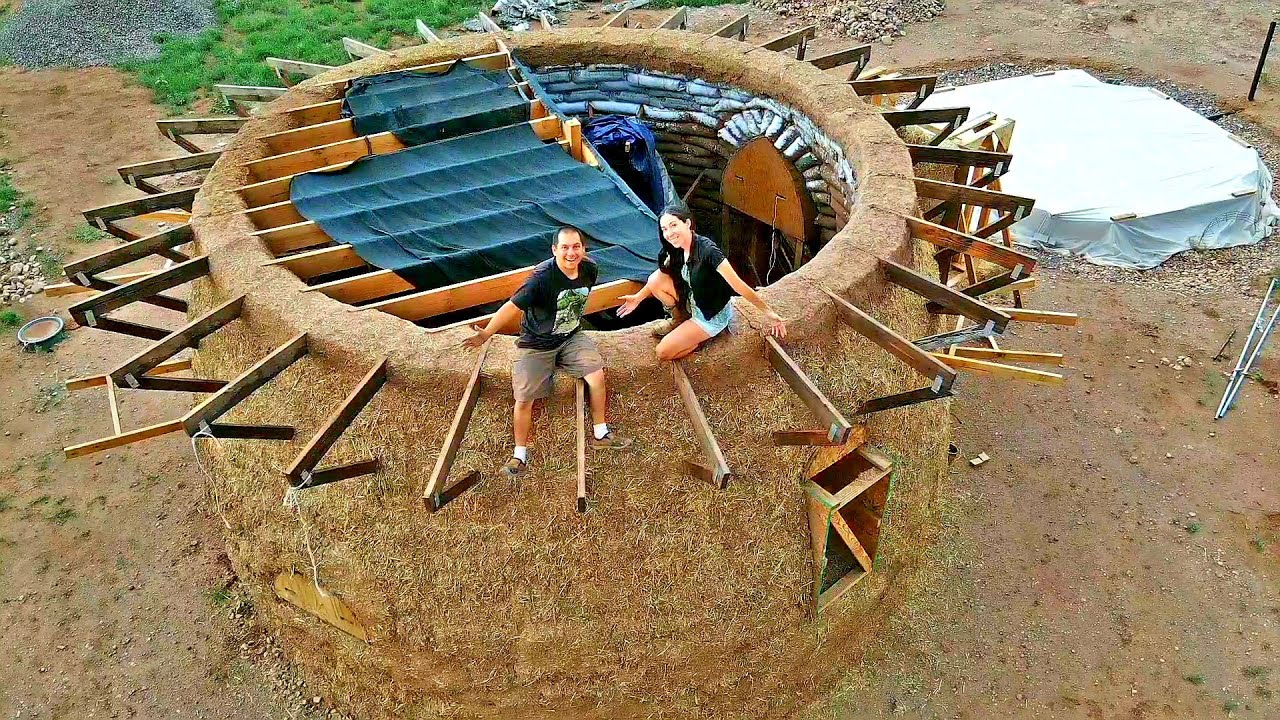 We Built A Layer Of Cob In The Middle Of Our Earthbag Dome | A Sustainable Home In The Desert
