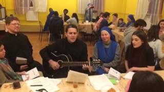 Священник-аргентинец поёт на армянском