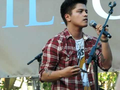 Bruno Mars - Somewhere In Brooklyn (The Grove, Los Angeles) 09-17-10