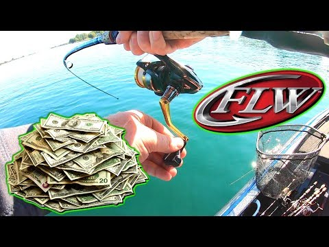 Fishing For $30,000 Dollars (My First Pro Bass Tournament) FLW Costa St. Lawrence River