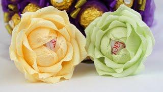 Роза с конфетой из гофрированной бумаги. Пошаговый мастер класс