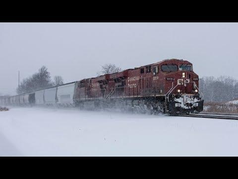 (4K) Winter Railfanning in Southeast Wisconsin