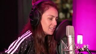 Amy Shark Covers Nicki Minaj's 'Super Bass' (Acoustic)
