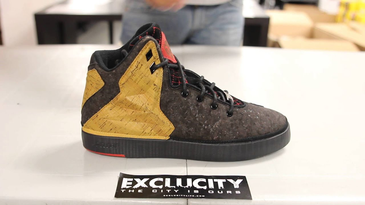 new arrival f2143 ce937 Nike LeBron XI NSW Lifestyle Black Black-University Red - Unboxing ...