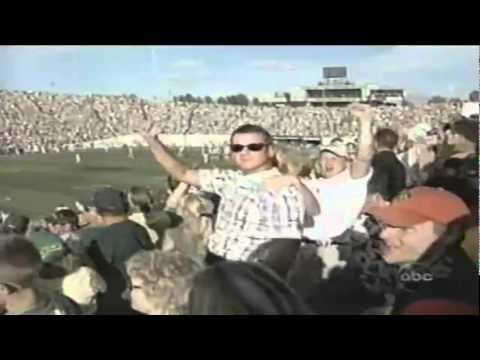 Oregon LB Wesly Mallard sacks Wisconsin QB Jim Sorgi 9-01-2001