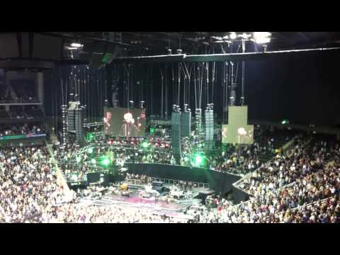 Bruce Springsteen - Santa Clause Is Coming To Town - Kansas City, MO - November 17, 2012