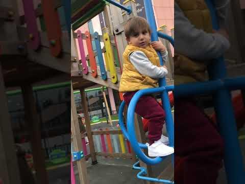 Yusuf Emir Parkta Tırmanıyor .