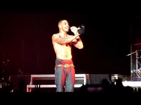 Trey Songz takes his shirt off at Usher Concert - Newcastle, Australia AHHHHH!
