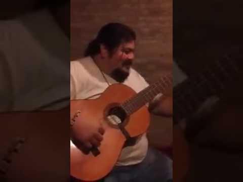 Tata, compreme un reloj. Video gracioso, chiste con guitarra. El chiste del compreme un reloj tata