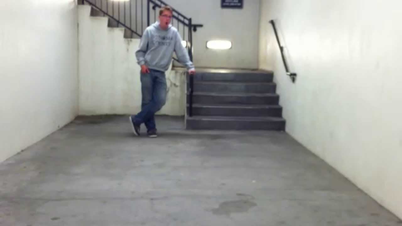 This Guy Singing the Halo 3 Theme in a Stairwell is Incredible