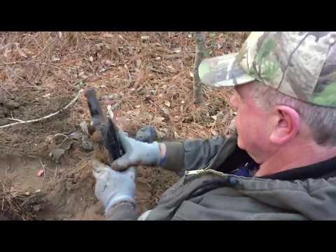 Metal detecting and digging civil war camp bottles in South Carolina