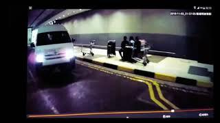 Van driver tailgates Stomper's bus to evade parking fee at Changi Airport carpark