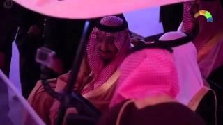 فيديو يظهر عفوية الملك سلمان وهو يمازح مسؤولي مهرجان الجنادرية