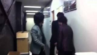TRICERATOPS WINTER2011、横浜公演本番直前のメンバーの様子.