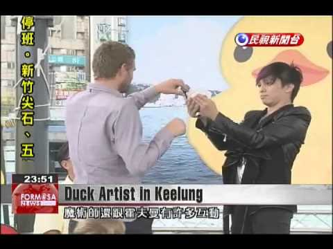 Artist joins news conference in Keelung to promote giant rubber duck