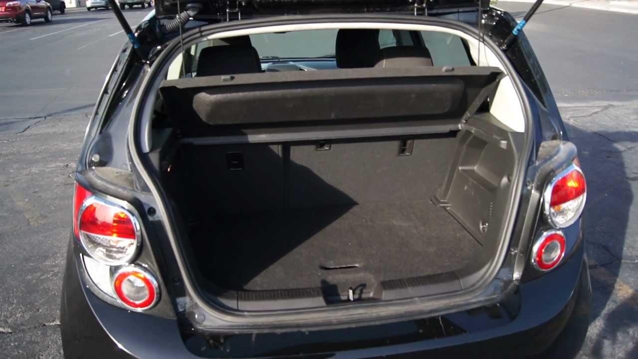 Chevrolet Sonic. Detalhes do porta malas. - YouTube
