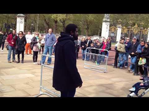 Guards Threatened at Buckingham Palace Gates. (HILARIOUS)