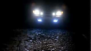 ночь hella micro de.avi(2 часа ночи, полная темень ). включен ближний свет. затем периодично вкл/выкл противотуманки., 2012-06-12T12:09:45.000Z)