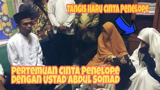 Tangis Haru Cinta Penelope Saat Bertemu Ustad Abdul Somad Sebelum Mengisi Kajian Di Masjid An-nur