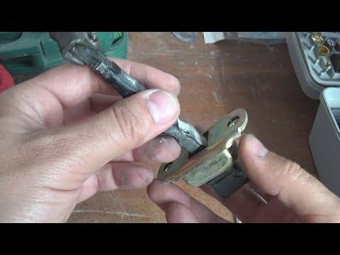 Восстановление ремонт дверных фиксаторов ограничителей на Mitsubishi Lancer 9. Видео 1