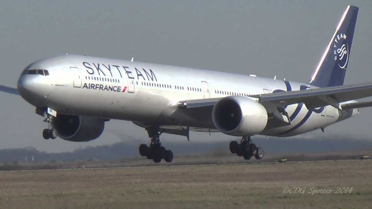 2 boeing 777 300er air france landing in paris cdg youtube for Interieur boeing 777 300er air france