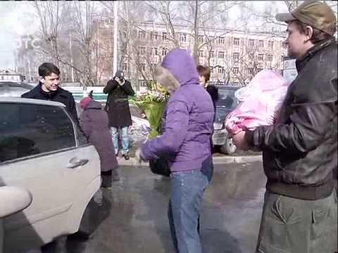 """""""Домой в автолюльке"""": дорожная полиция Новосибирска дарит новорожденным полезные подарки"""