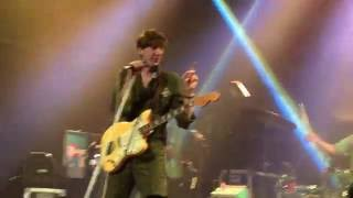 Deerhunter & Fan (Jyles) Sing 'Back to the Middle' 2016 Live at WOMH in Houston, TX