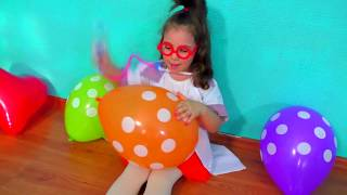 Anna play with Colored Balloons